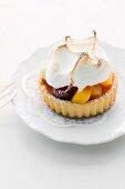 Fruit tartlet with meringue