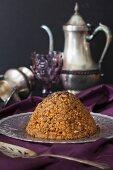 Muraveinik (Ameisenhaufen-Kuchen mit Karamell, Walnüssen und Mohn, Russland)