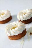 Lemon tarts with meringue