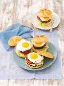 Kindney bean burgers with tomatoes and fried eggs