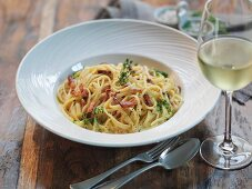 Linguine carbonara with smoked pancetta