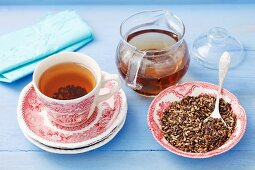 Milk thistle tea and dried milk thistle