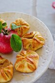 Apple turnovers with ginger