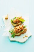 Bruschetta with shrimps and rocket