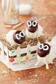 Sheep-shaped cake pops