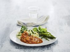 Mashed potatoes with mince sauce and green beans