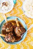 Lammhaxen mit Mandeln, Reis und Papadams