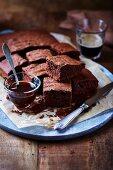 Schokoladenkuchen und Honig