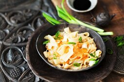 Wide rice noodles with tofu curry (Thailand)