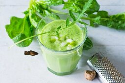 A rocket and spinach smoothie with apple and yoghurt