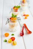 Ziegenkäse-Pannacotta mit Tomaten und Basilikum