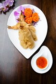 Battered king prawns with a chilli sauce (Asia)