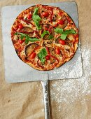 Vegetable pizza with tomatoes, aubergines and rocket