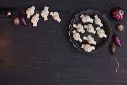 Decorative anise biscuits shaped like bows