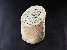 Fourme d'ambert (French cow's milk cheese)