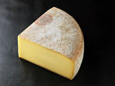 Fromage a raclette (French cow's milk cheese)