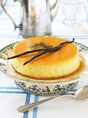 Caramel pudding with vanilla pods