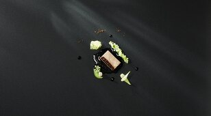 Boiled sirloin with a coffee and beef broth with variations of cucumber and a studded onion (flavour pairing)