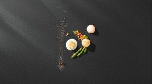 Scallops, green asparagus with botargo vinaigrette, grapefruit foam and salad, cardamom milk and bread (flavour pairing)