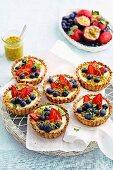 Museli, yoghurt and blueberry tarts