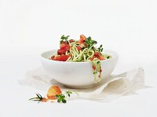 Spaghetti with tomatoes, pesto and herbs