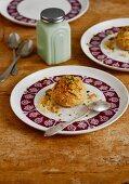 Irmik Helvasi (Turkish semolina desserts with cinnamon and chopped pistachios)