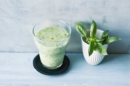 Avocado and lamb's lettuce smoothie with banana and basil