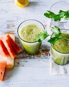 Watermelon and parsley smoothie with lemon