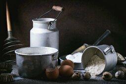 Stillleben mit nostalgischen Utensilien & Zutaten für Pancakes