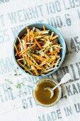 Jerusalem artichoke salad with carrots, pumpkin seeds and currants