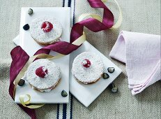 Shortcrust tartlets with berry cream and icing sugar