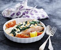 Oven-baked salmon with spinach and feta cheese