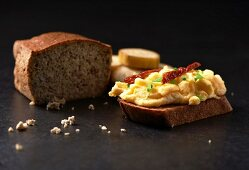 Scrambled egg with dried tomatoes and chives on banana bread (Paleo diet)