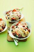 Berry gratin with meringue