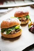 Beefburgers with cheese and rocket