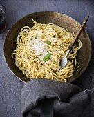 Spaghetti burro e salvia (spagheti with sage butter, Italy)