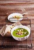 Cream of lamb's lettuce soup