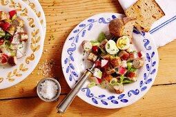 Nuremberg sausage salad with radishes and egg