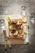 Open sandwiches with pears and crispy pork belly