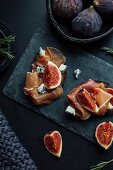 Open sandwiches topped with raw ham, figs and blue cheese