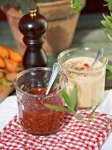 Mustard sauce and spicy tomato sauce for barbecued food