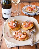 Potato cakes with smoked salmon, goats' cheese and onion rings