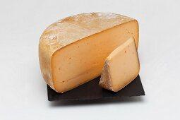 Baskischer Käse mit Piment d'Espellette