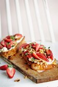 Toast topped with goats cheese and balsamic strawberries