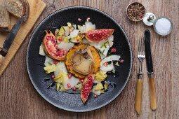 Tomme De Savoie mit Granatapfel und gebratener Ananas