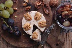 Walnusskäse aus Deutschland mit Traubenchutney