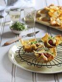 Lasagnetörtchen mit Bolognesefüllung, Bechamel und Kräutern