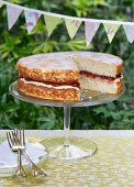 Victoria sponge cake with jam and buttercream (England)
