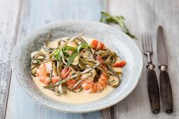 Seaweed pasta with prawns