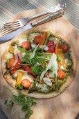 Pfannkuchen-Pizza mit Pesto und Gemüse